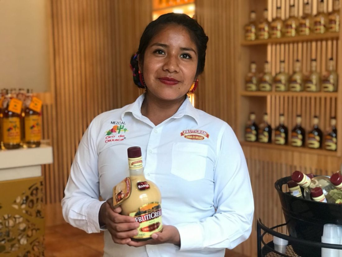 Oro de Oaxaca es una de las principales marcas con visión femenina, que brindan impulso y apoyo a las mujeres que colaboran en la empresa