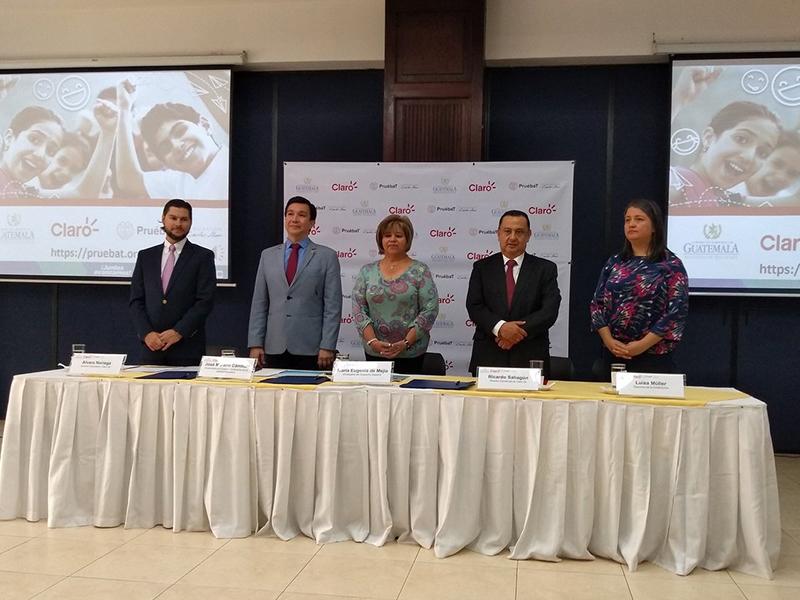 Estudiantes y docentes guatemaltecos se benefician con la plataforma PruébaT de Fundación Carlos Slim